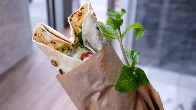 En rulle fra Royal Shawarma-5
