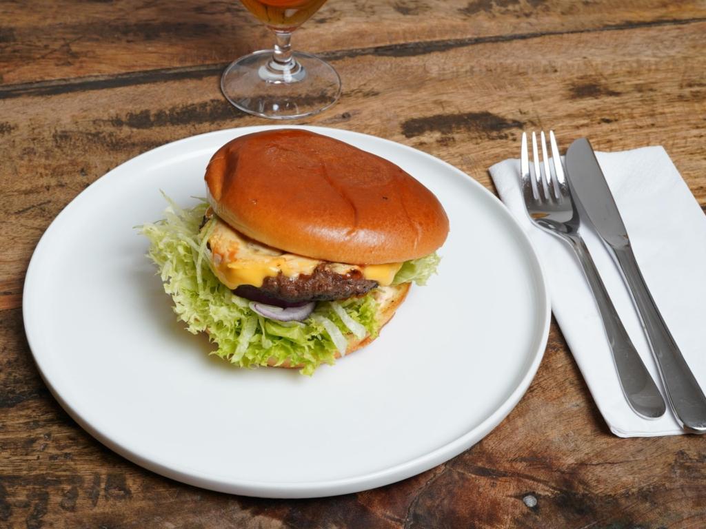 Cheeseburgeren hos Angus N' Chicken House i Frederiks Allé