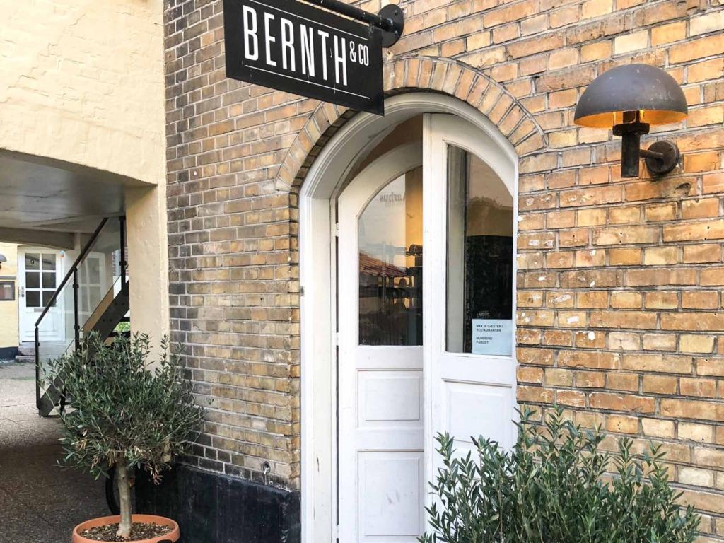 Indgangen hos Bernth & Co