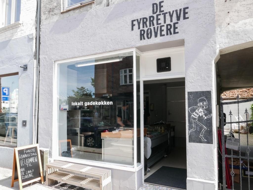 De Fyrretyve Røvere i Frederiks Allé i Aarhus