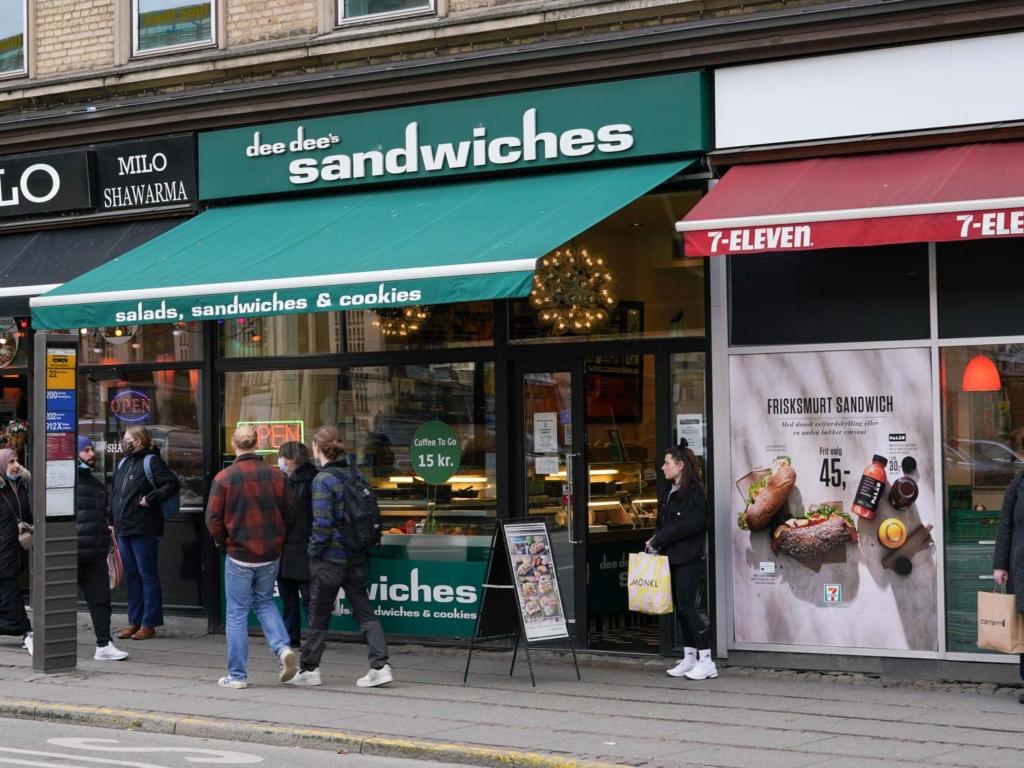 Dee Dee's Sandwich_