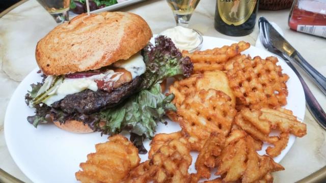 Den knastørre burger på Café Jorden