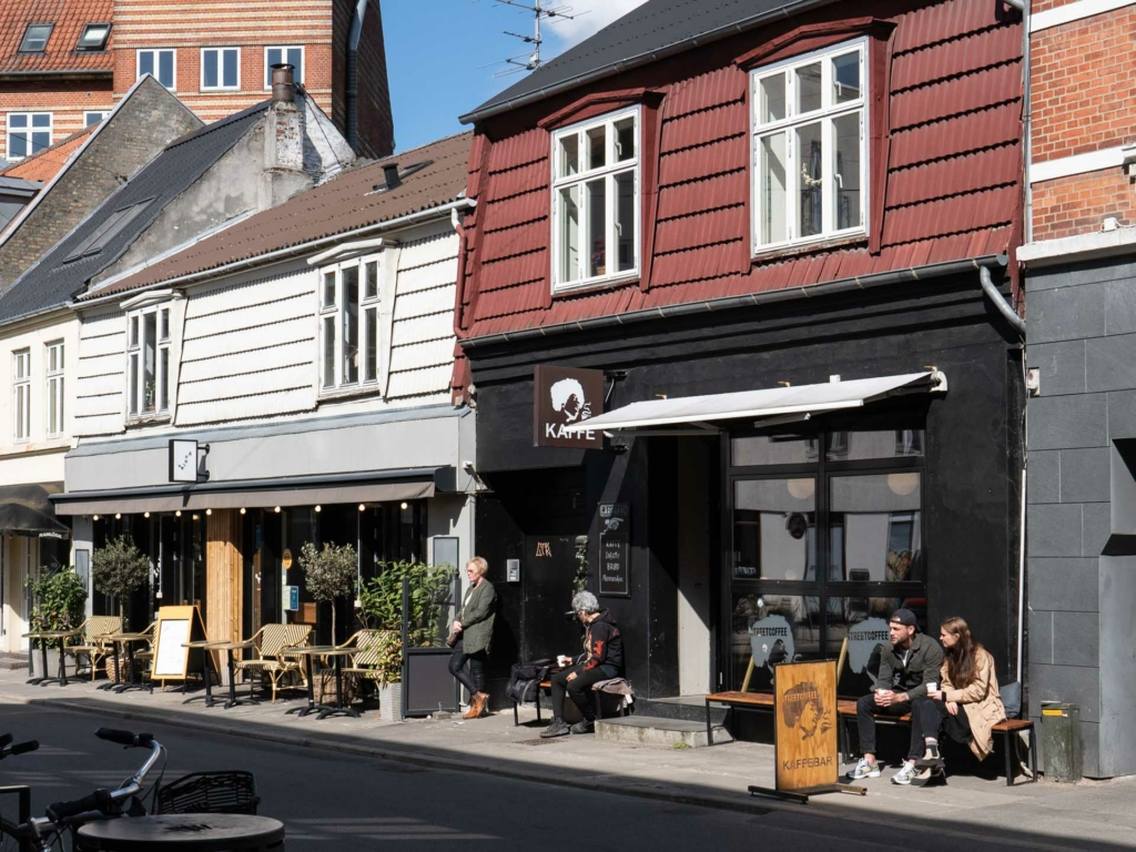 Street Coffee i Jægergårdsgade set udefra gaden