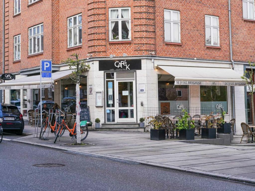 Café K på Trøjborg set udefra Tordenskjoldsgade