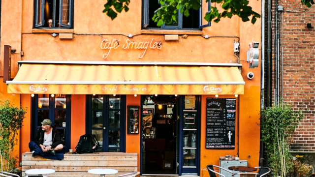Café Smagløs på Klostertorvet i Aarhus set udefra torvet