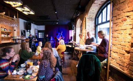 Brunch og livemusik hos Cafe Støj