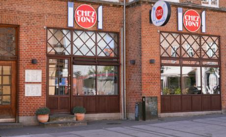 Det græske spisested, Chez Tony, på Trøjborg set udefra gaden