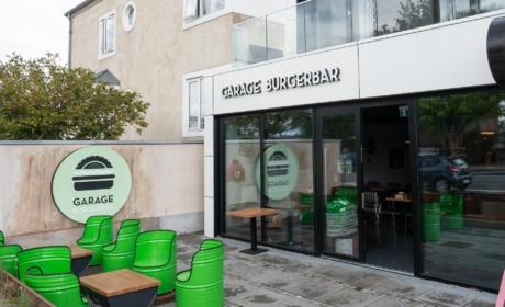 Garage Burgerbar set udefra Nordre Strandvej