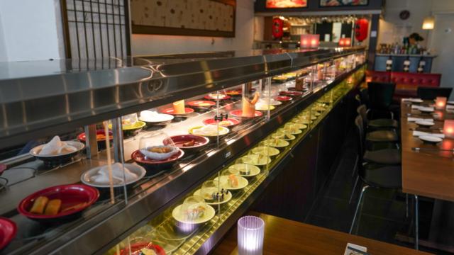 Der er running sushi hos Restaurant Soya