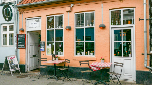 Sct. Oluf Restaurant i Mejlgade set udefra gaden