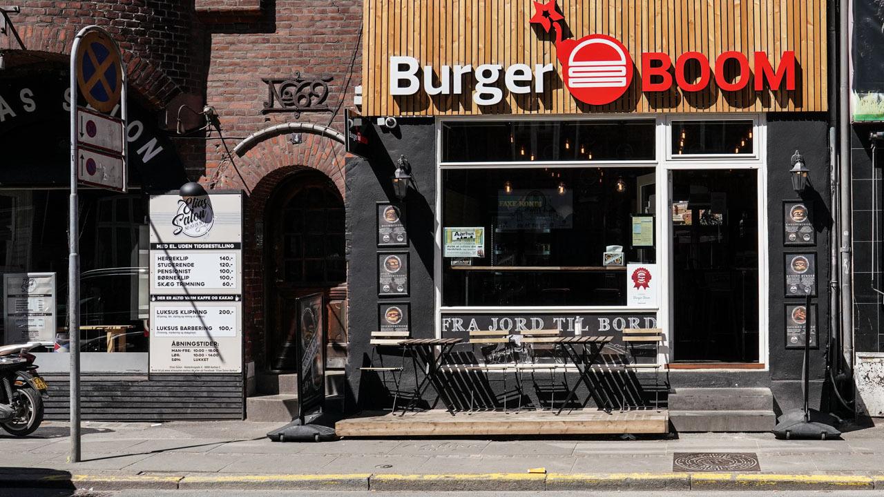Burger BOOM set udefra Vesterbrogade i Aarhus