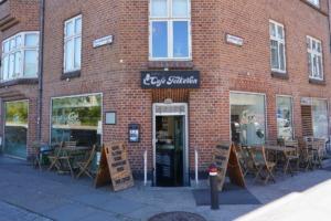Café FolkeVen set fra vejen