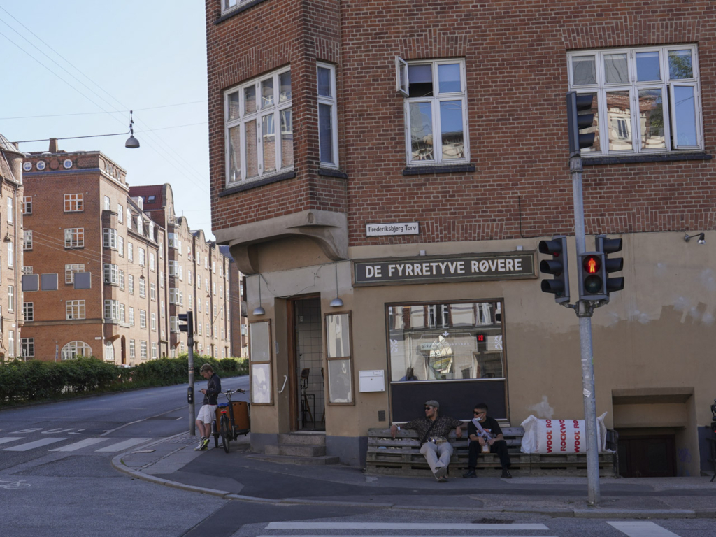 De Fyrretyve Røvere - Frederiksbjerg Torv