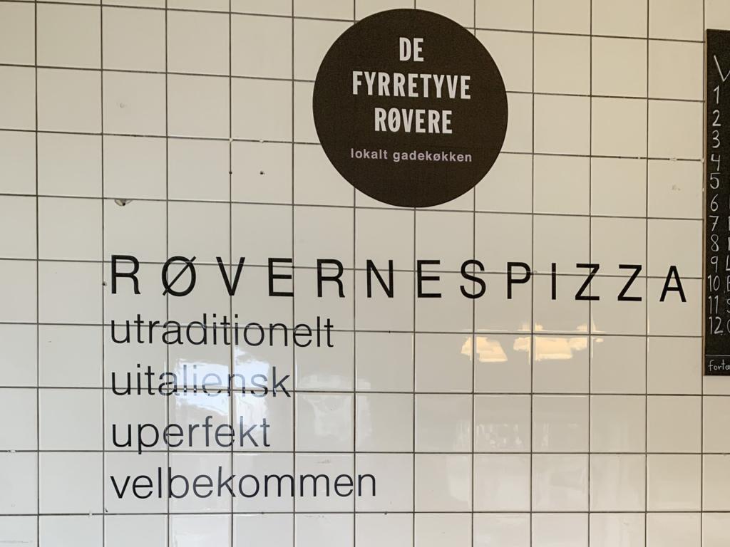De Fyrretyve Røvere - Frederiksbjerg Torv-2