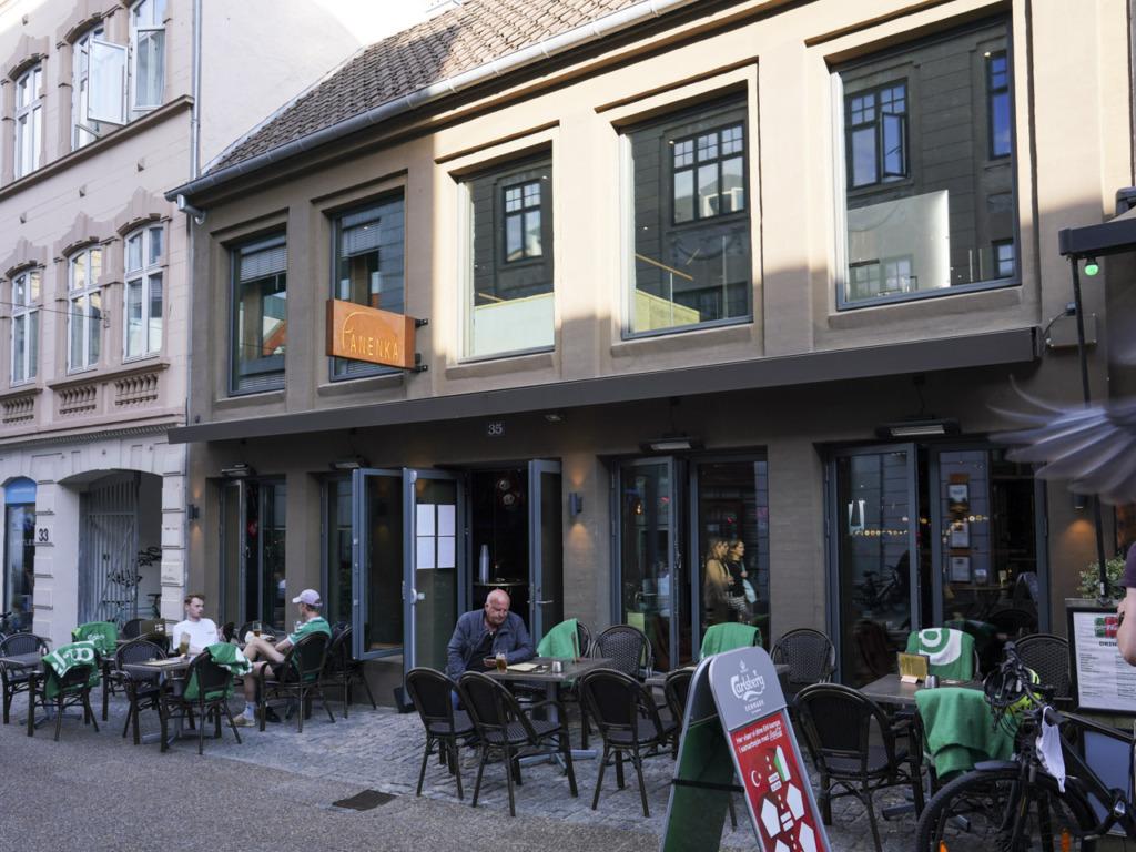 Panenka i Frederiksgade set udefra