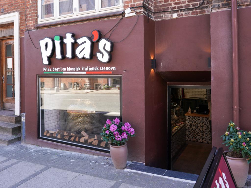 Pita's set ud fra Tordenskjoldsgade en dag i maj måned