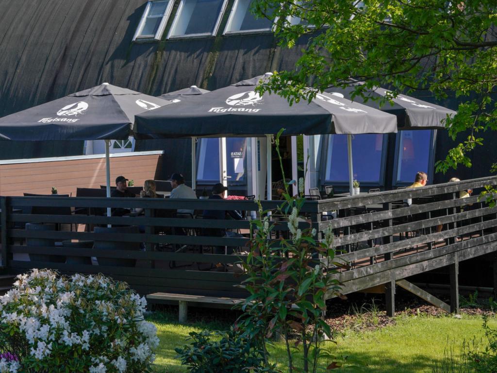 Den udendørs terrasse hos Tabata Foodpoint