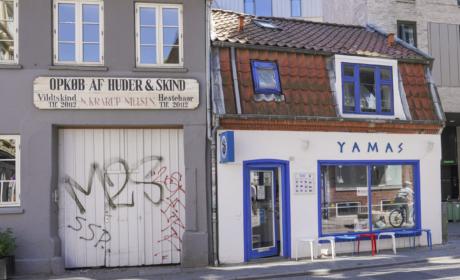 Yamas i Vestergade set udefra gaden af
