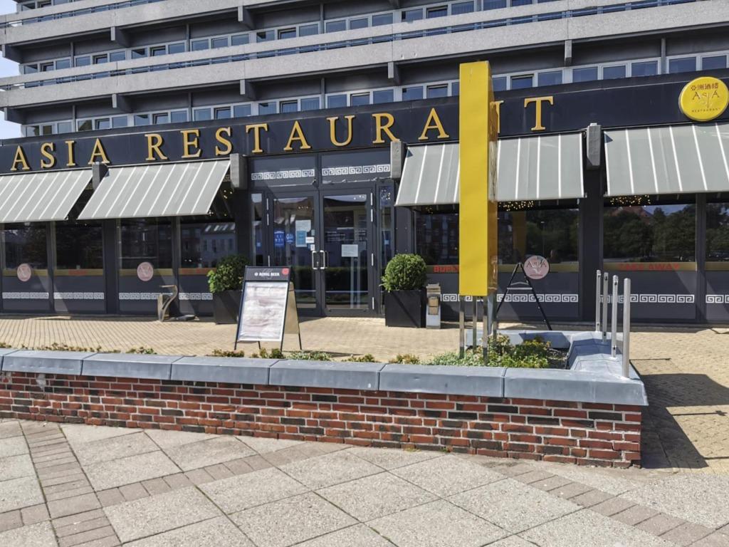 Asia Restaurant på Viby Torv set udefra torvet