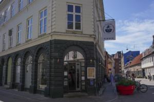 Fratelli Pizzeria i Vestergade set udefra gaden