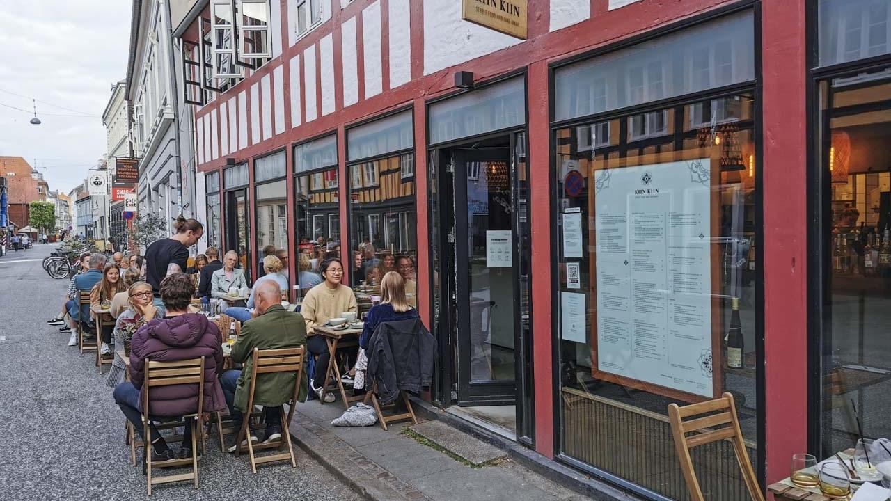 Kiin Kiin i Vestergade i Aarhus set udefra gaden