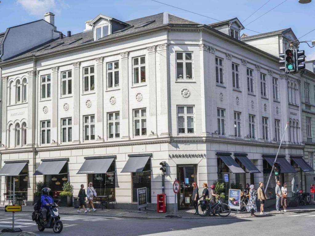 Lagkagehuset i M.P. Bruuns Gade set fra det modsatte fortov